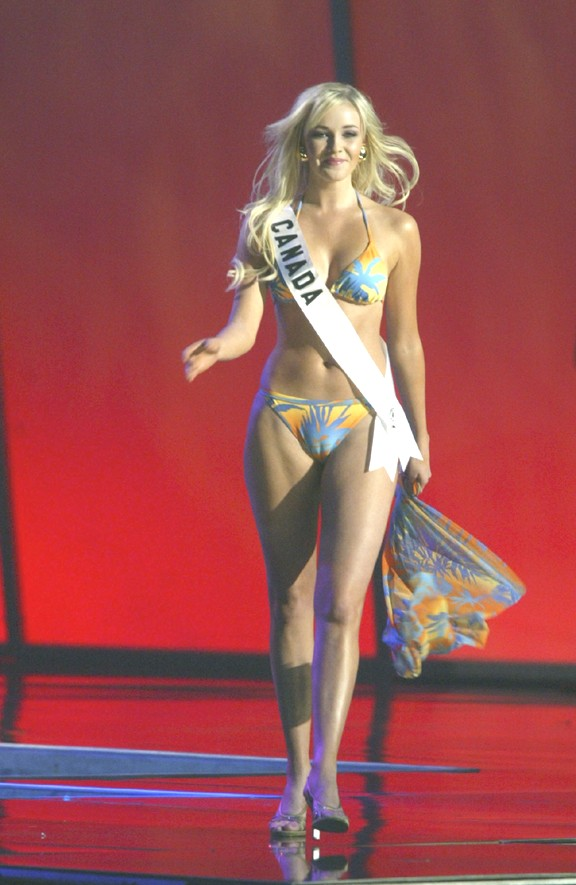 Picture - Miss Canada or Miss Camel-Toe (PG13) - Pennock's Fiero Forum